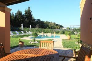Villa Livadi, Villen  Magouládes - big - 20