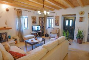 Villa Livadi, Villen  Magouládes - big - 9