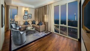 Corner Suite ( 2 adults + 2 children) - Including access to Ski Dubai for 2