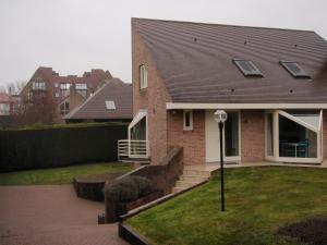 Home With Pool Oostduinkerke