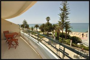 Exclusive Beachfront Apartment, Армасан-де-Пера