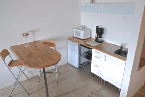 Bergás Guesthouse, Penziony  Keflavík - big - 6