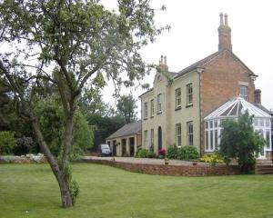 Милтон-Кейнс - Woodleys Farmhouse