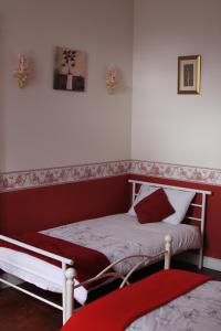 Belle Madeleine, Bed and Breakfasts  Landivy - big - 36