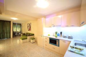 Sintria Court Apartments, Apartmanok  Balcsik - big - 35