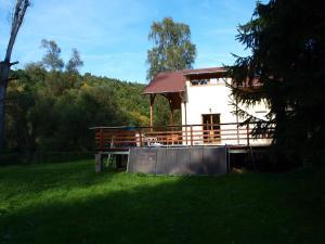 Chata u reky
