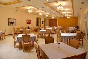Grand White City Hotel, Hotels  Berat - big - 46