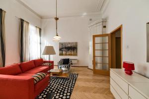 丽特妮60号公寓 (Apartment on Liteyny 60)