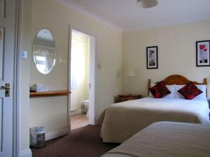Ashe's B&B, Bed and Breakfasts  Dingle - big - 47