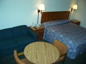 Travelers Inn and Suites Sumter, Motels  Sumter - big - 4