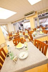 Hotel Dolcevita, Hotely  Cesenatico - big - 49