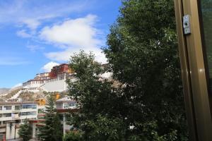 Tibet Shengjie Holiday Hotel