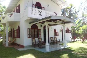 Raveena Home stay kumarakanda