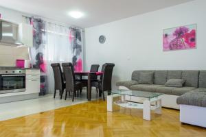 Apartment Tonino, Ferienwohnungen  Trogir - big - 17