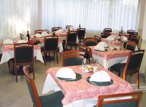 Hotel Aquila D'Oro, Szállodák  Misano Adriatico - big - 39