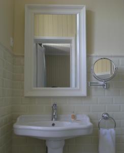 Chambres d'Hôtes La Pommetier, Bed & Breakfasts  Arromanches-les-Bains - big - 21