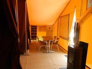 Camping Colline de Rabais, Campsites  Virton - big - 4
