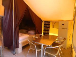 Camping Colline de Rabais, Campsites  Virton - big - 15