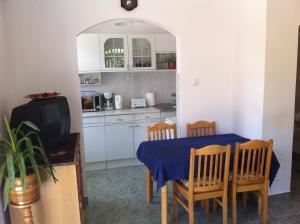 Hortenzia Apartmanház, Ferienwohnungen  Balatonlelle - big - 8