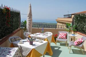 B&B La Finestra sulla Valle, Bed and Breakfasts  Agrigento - big - 1