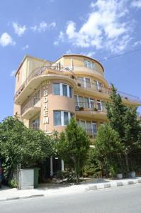 Family Hotel Bohemi, Hotels  Ravda - big - 49