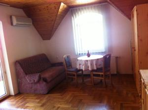 Hortenzia Apartmanház, Ferienwohnungen  Balatonlelle - big - 10