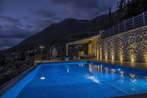 Luxurious Villa Kastro with Salt Water Swimming Pool, Ville  Nikiana - big - 14