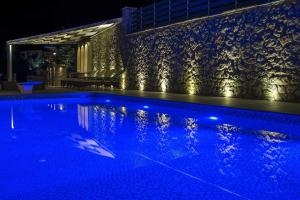Luxurious Villa Kastro with Salt Water Swimming Pool, Ville  Nikiana - big - 13