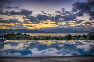 Luxurious Villa Kastro with Salt Water Swimming Pool, Ville  Nikiana - big - 12