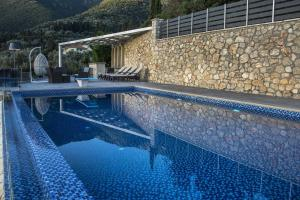 Luxurious Villa Kastro with Salt Water Swimming Pool, Ville  Nikiana - big - 11