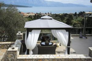 Luxurious Villa Kastro with Salt Water Swimming Pool, Ville  Nikiana - big - 9