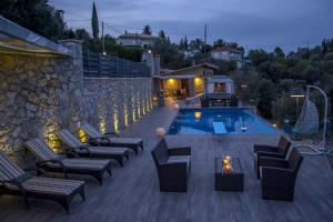 Luxurious Villa Kastro with Salt Water Swimming Pool, Ville  Nikiana - big - 45