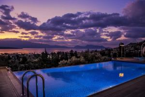 Luxurious Villa Kastro with Salt Water Swimming Pool, Ville  Nikiana - big - 40