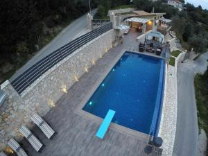 Luxurious Villa Kastro with Salt Water Swimming Pool, Ville  Nikiana - big - 28