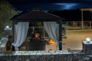 Luxurious Villa Kastro with Salt Water Swimming Pool, Ville  Nikiana - big - 21