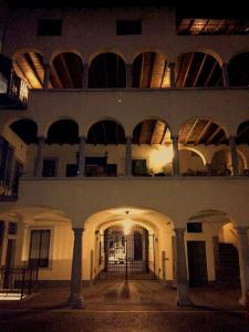 安哥罗德尔波耶塔酒店 (Angolo Del Poeta)