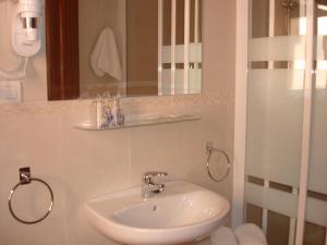 Hotel Goya, Отели  Альмуньекар - big - 11