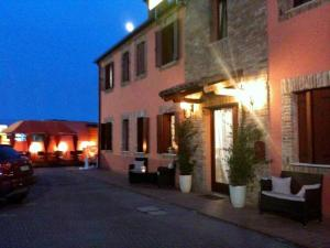 Nearby hotel : Hotel Le Corti Pitstop