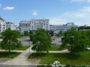 Brest Suite Home