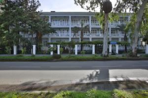 Курортный отель Мидель Гагра - фото 7