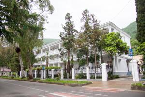 Курортный отель Мидель Гагра - фото 9
