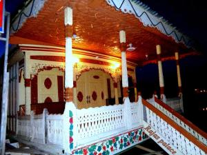 Houseboat Rajas Palace