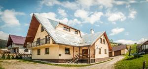 Dom na samote Privát Šiškovci 的图像