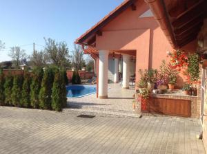 Villa Piros