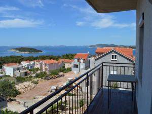 Apartment with Sea View - View Apartments Mate 556
