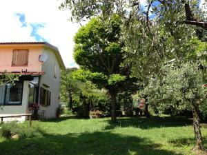 Villa Monsagrati Alto, Holiday homes  Monsagrati - big - 18