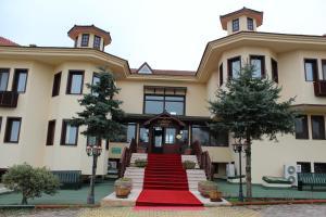 Dr. Kushan Hotel