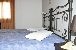Anessis Apartments, Aparthotels  Fira - big - 22