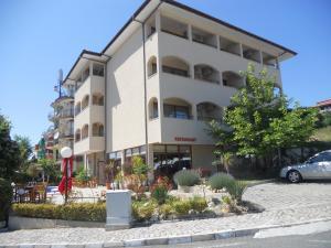 (Yuzhni Noshti Hotel)