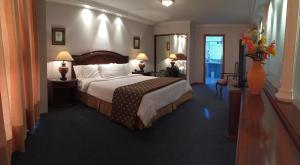 Монтевидео - Crystal Palace Hotel